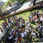 CasaOz - festa di gruppo nel cortile della casa